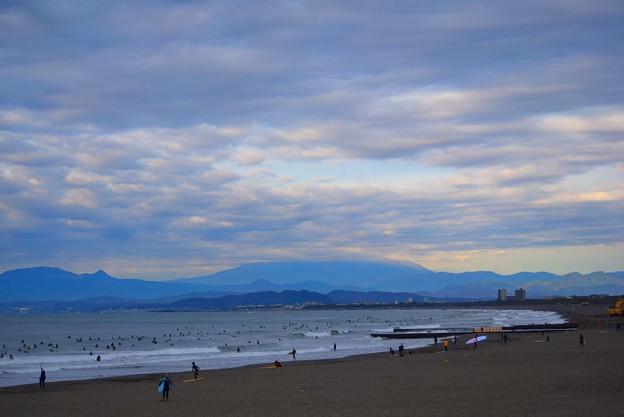 雲に覆われる今朝の湘南・鵠沼海岸 #湘南 #藤沢 #海 #波 #wave #surfing #mysky #beach