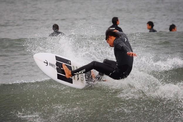夕方の湘南・鵠沼海岸の波はひざからももサイズ #湘南 #藤沢 #海 #波 #wave #surfing #mysky #beach