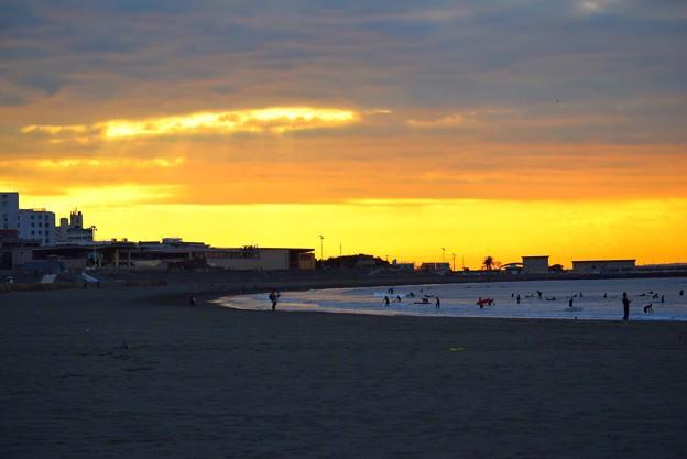 朝焼けの湘南・片瀬西浜海岸 #湘南 #藤沢 #海 #波 #wave #surfing #mysky #beach