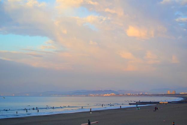 雲で富士山は見えない今朝の湘南・鵠沼海岸 #湘南 #藤沢 #海 #波 #wave #surfing #mysky #beach