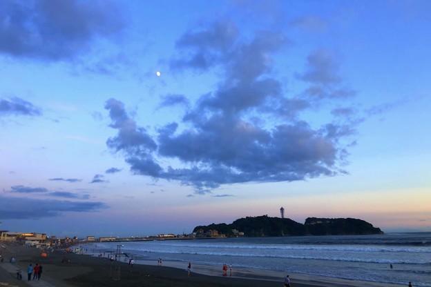 夕闇迫る江ノ島  #湘南 #藤沢 #海 #波 #wave #surfing #mysky #sea #beach