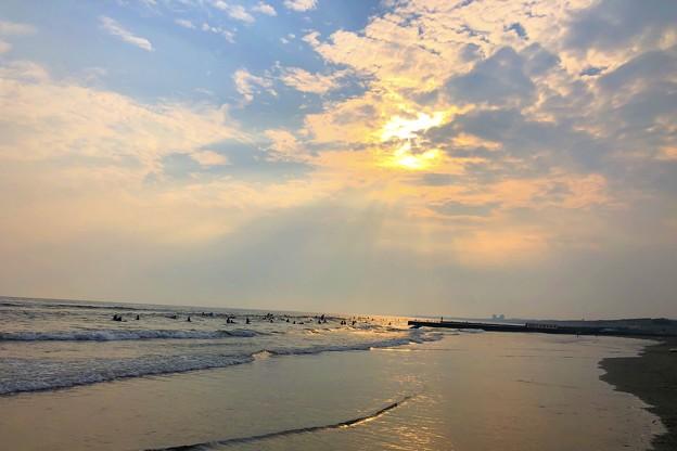 雲中の夕日@湘南・鵠沼海岸 #湘南 #藤沢 #海 #波 #wave #surfing #サーフィン #mysky #sea #beach