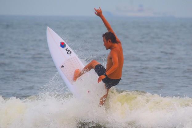 Photos: 夕方の湘南・鵠沼海岸の波はももから腰サイズ #湘南 #藤沢 #海 #波 #wave #surfing #サーフィン #mysky #sea #beach