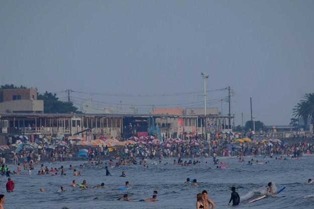 混雑する湘南・片瀬西浜海岸 #湘南 #藤沢 #海 #波 #wave #surfing #サーフィン #mysky #sea #beach