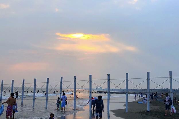 暮れゆく湘南・鵠沼海岸 #湘南 #藤沢 #海 #波 #wave #surfing #サーフィン #mysky #sea #beach