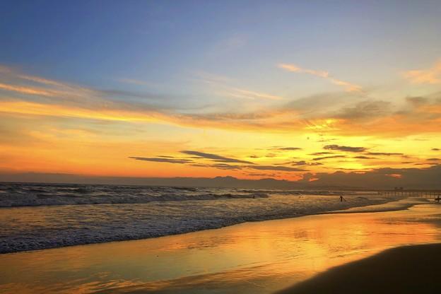 日没後の湘南・鵠沼海岸 #湘南 #藤沢 #海 #波 #wave #surfing #sea #fujisan #mtfuji #富士山