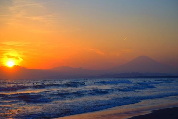 日没間際の夕日と富士山 #湘南 #海 #波 #wave #surfing #サーフィン #sea #mtfuji #fujisan #富士山