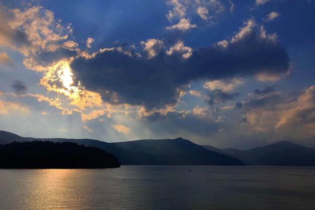夕暮れの箱根・芦ノ湖 #箱根 #hakone #mysky #芦ノ湖 #lake