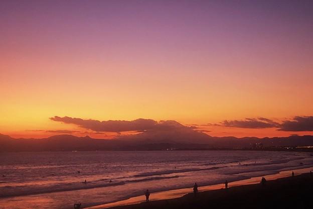 Photos: 夕闇の湘南・鵠沼海岸からの富士山 #湘南 #藤沢 #海 #波 #wave #surfing #fujisan #mysky #mtfuji #富士山