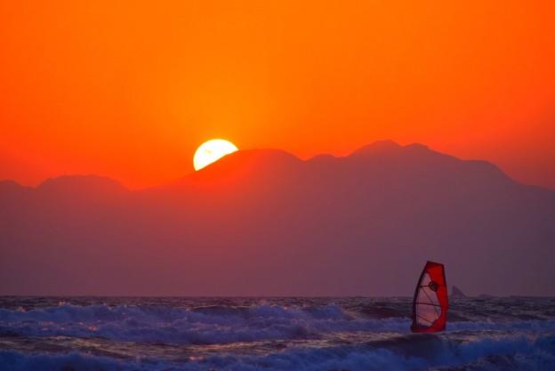 日没間際の湘南・鵠沼海岸 #湘南 #藤沢 #海 #波 #wave #surfing #sea #mysky #サーフィン #ウインドサーフィン