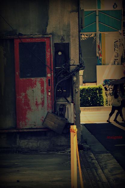 紅だった扉.......