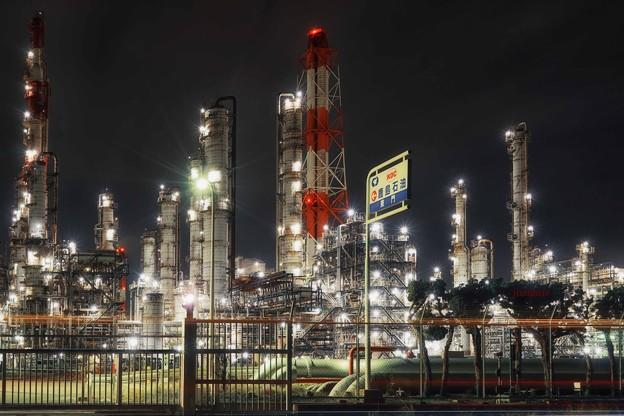 工場萌え~鹿島石油東門.......