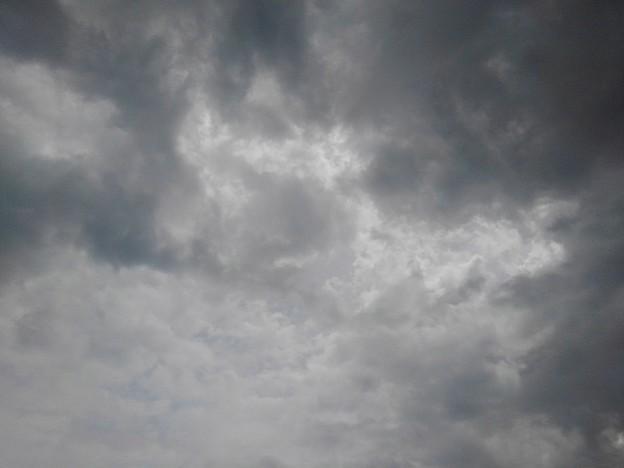雲が多めの空