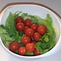 Photos: プチトマトとレタス