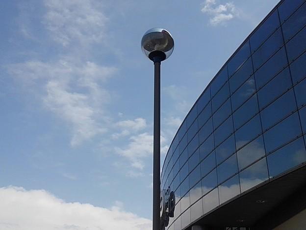 ベイシアの建物に空が映り込んだ!!