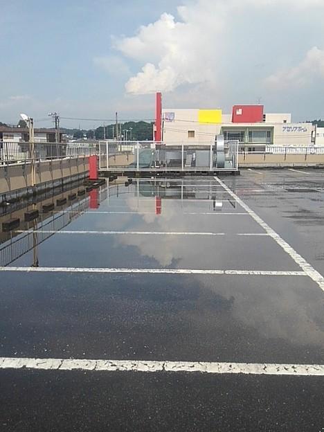 Photos: 駐車場の水溜まりに映り込み!!