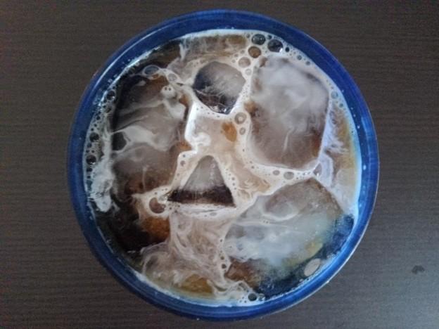 愛用のグラスにアイスコーヒー
