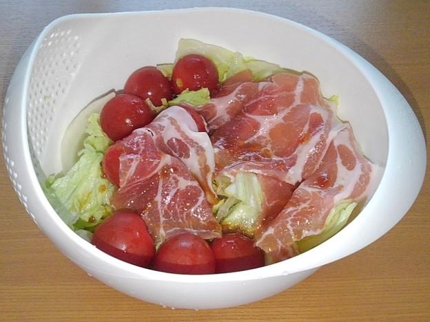プチトマト入り生ハムサラダ