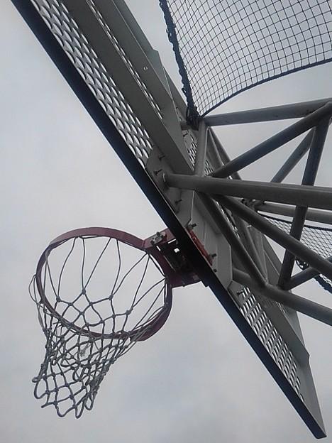 Photos: 【2020年7月の思い出】下から見たバスケゴール