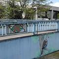 Photos: 木に止まる鳥が描かれた橋の欄干(9月8日)