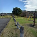 Photos: 駐車場の柵と遊具たち(10月16日)
