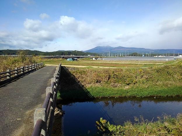 橋と奥に見える山(11月4日)