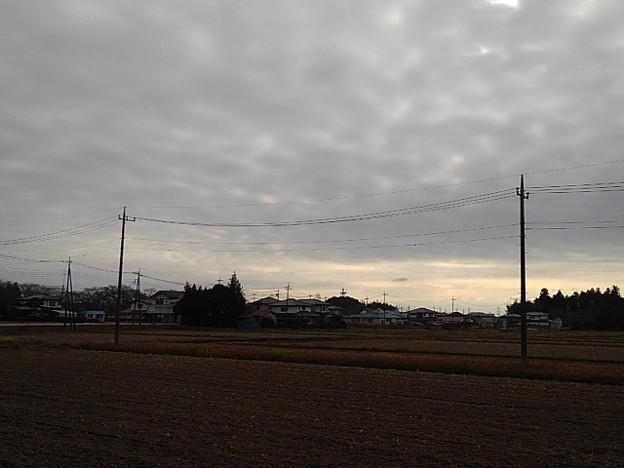田園と厚い雲(11月27日)