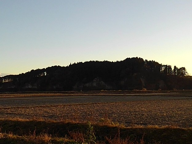 岩山も見える夕方の田園(11月28日)