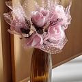 Photos: 瓶にピンクの造花(12月25日)