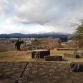 Photos: 奥に山が見える公園の丘の石畳の道(1月1日)