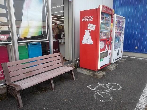 自販機とベンチ(12月29日)