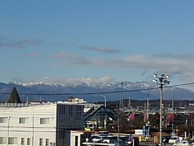 屋上駐車場から見えた山や歩道橋など(12月30日)