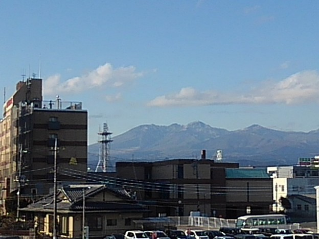 屋上駐車場から見えた高原山(12月30日)