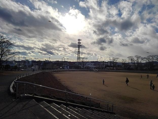 雲も綺麗な長峰公園の芝生広場(1月1日)