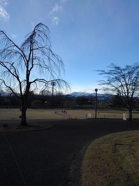 Photos: 雪山も見える長峰公園の道(1月1日)