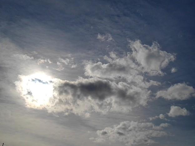 太陽が雲に隠れた空(2月10日)