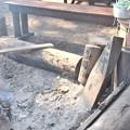 売店の前の焚火
