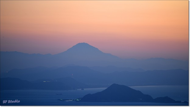 Photos: 夜明けの富士山