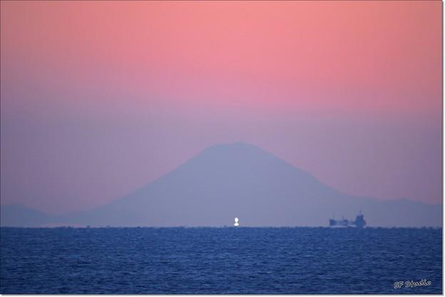 富士山と不思議な光体