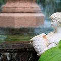 写真: 噴水の乙女