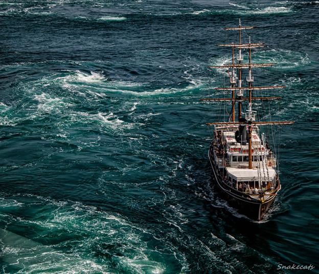 帆船で渦潮クルージング