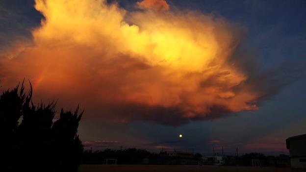 雲と月と虹と
