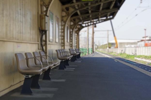 無人駅の昼