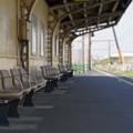 写真: 無人駅の昼