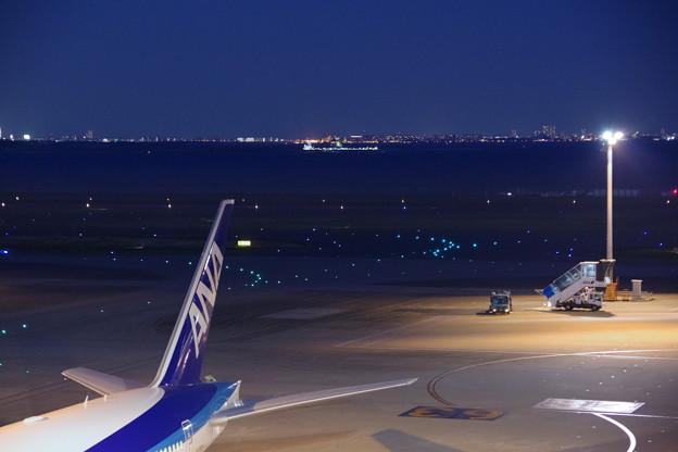 夜の羽田空港 1