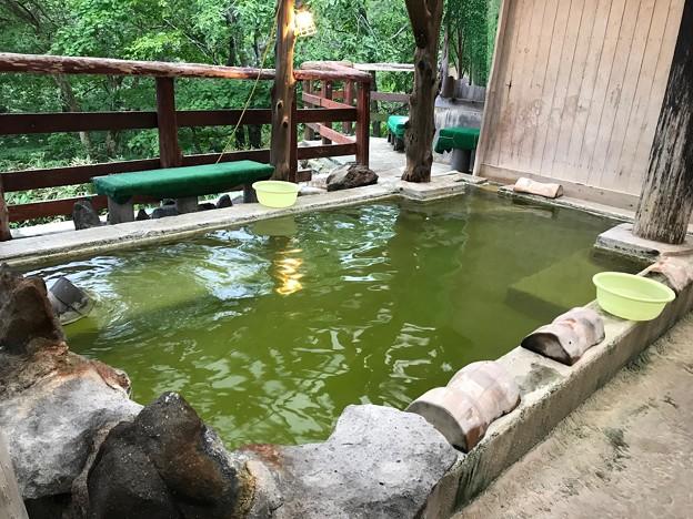 エメラルドグリーンの湯