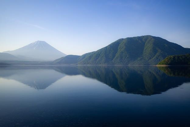 本栖湖の朝景