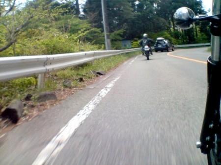 2007_05_03_富士山グルリのひとり走り_11_道志みちは流石に大人気。道の駅まではトロリトロ~リと