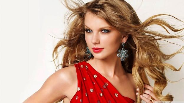 Beautiful Blue Eyes of Taylor Swift(10650)