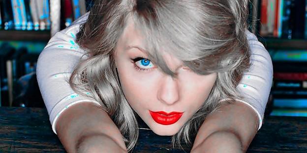 Beautiful Blue Eyes of Taylor Swift(10671)